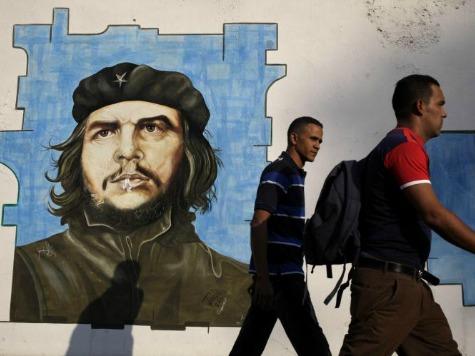Кубинским врачам повысили зарплату до 64 долларов в месяц